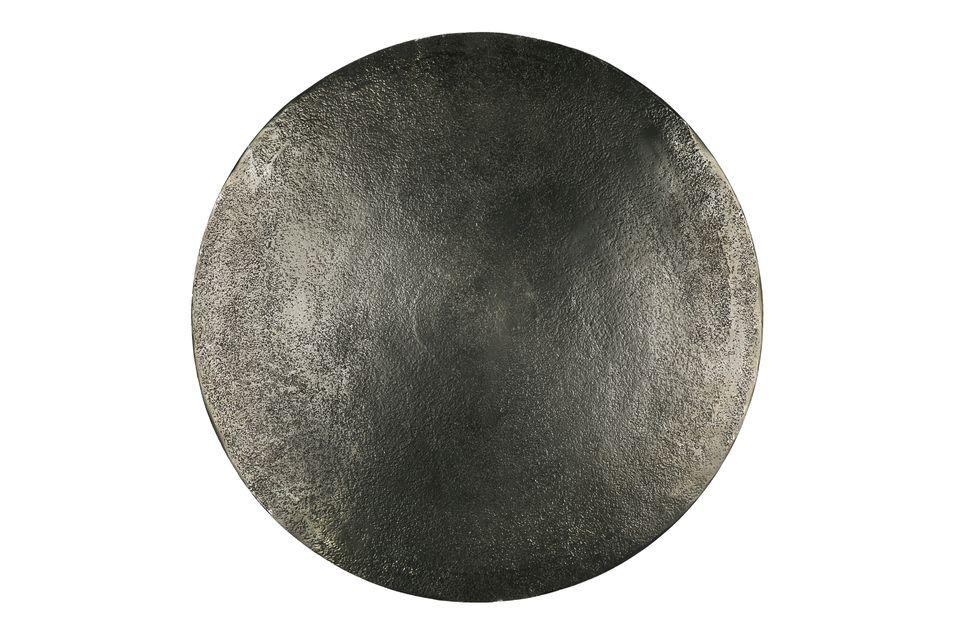 Pequeñas mesas redondas de metal negro