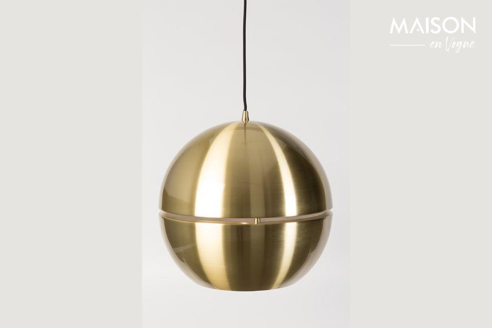 Toda tu habitación se refleja en esta elegante bola dorada