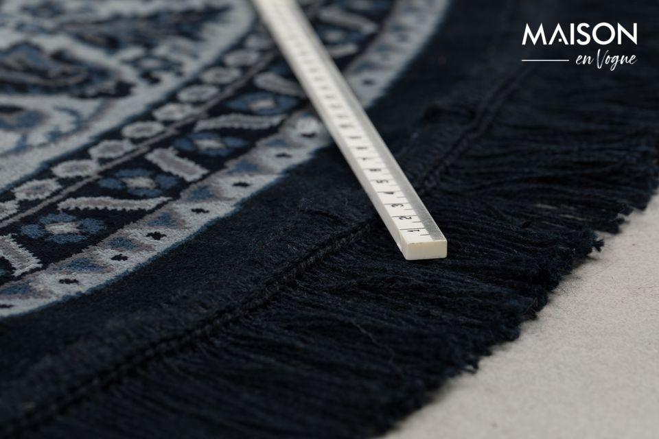 En la tradición holandesa de usar alfombras persas como manteles para cafeterías