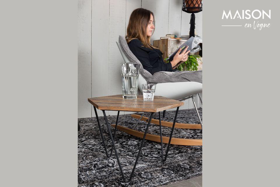 Este modelo de alfombra Chi negra revela sofisticados patrones de tejido con refinados detalles