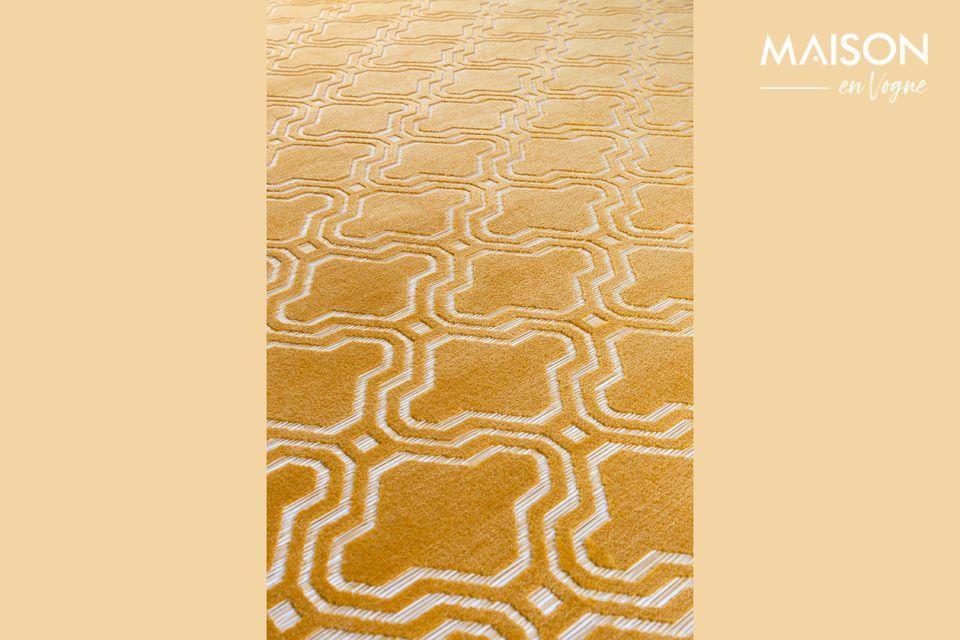 Esta alfombra de color ocre es perfecta para dar un toque de color y alegría en su apartamento