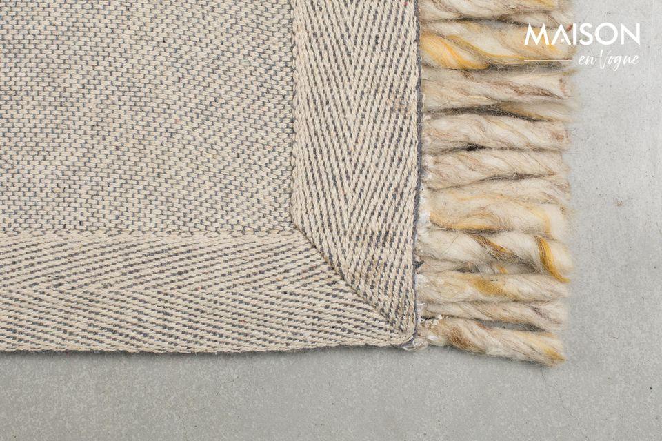 La alfombra con flecos de Zuiver\'s Frills es ideal para el piso de su sala de estar