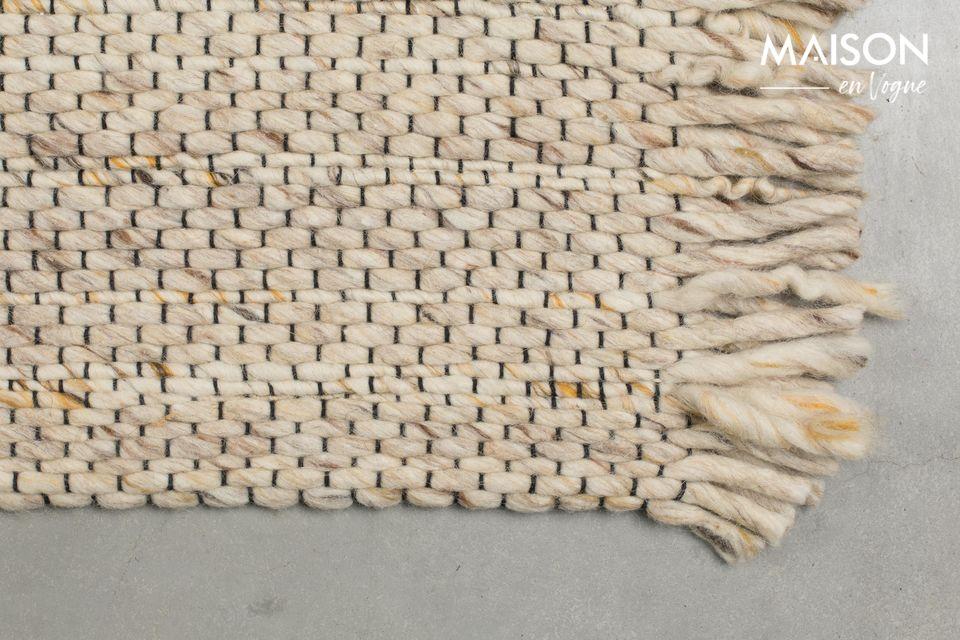 La parte trasera de la alfombra está hecha de algodón con un acabado de látex para evitar que se