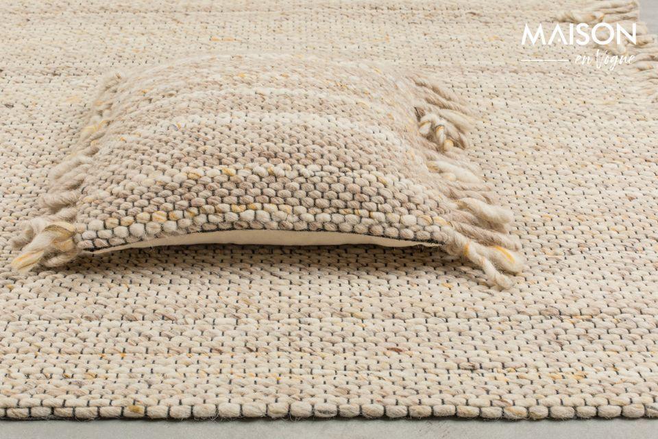 El color beige/amarillo de la alfombra de los Frills traerá calor y suavidad a su casa