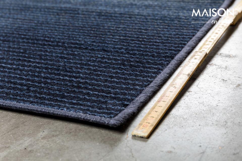 La alfombra azul Obi amuebla interiores acogedores y contemporáneos