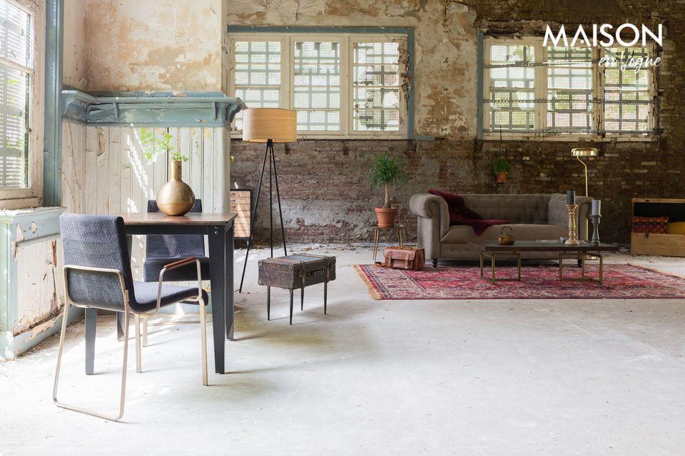 Esta hermosa alfombra rectangular mide 170 cm por 240 cm