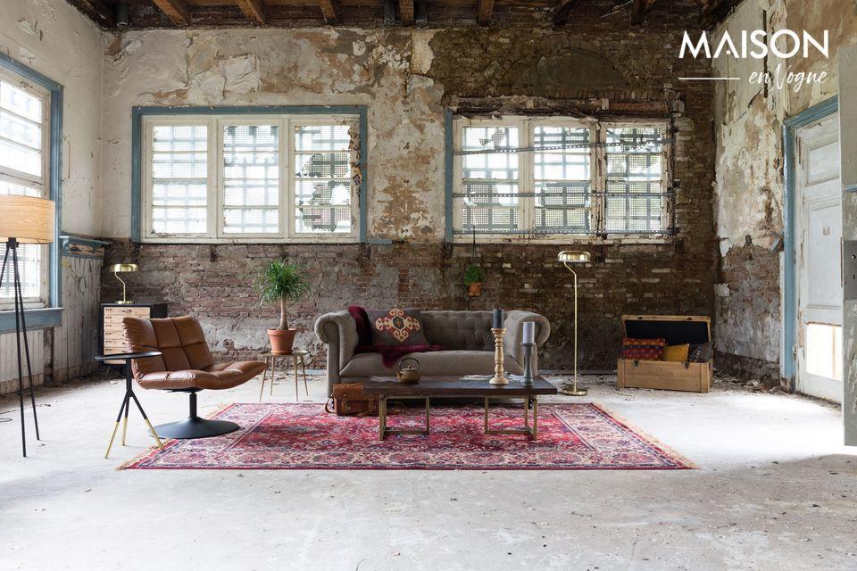 La alfombra está hecha de rayón 38%, algodón 26%, acrílico 26% y poliéster 10%