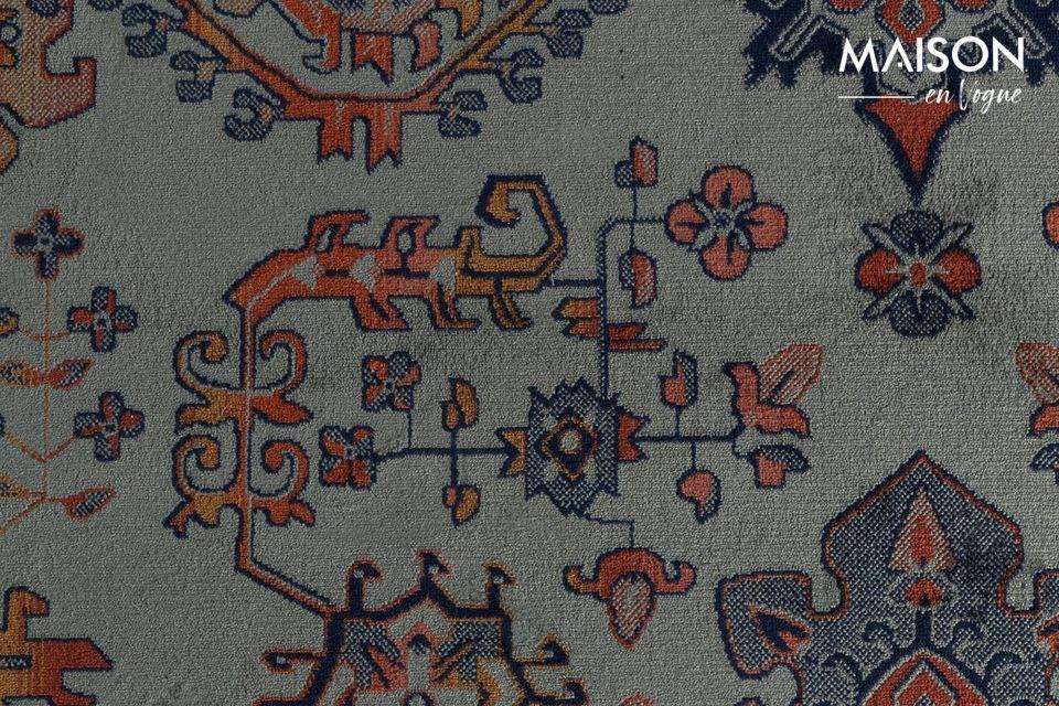 La alfombra está decorada con flecos en todo su ancho