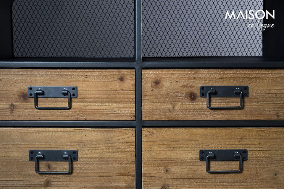 Los 4 cajones y la pequeña puerta de almacenamiento son de MDF con un frente de madera de pino con
