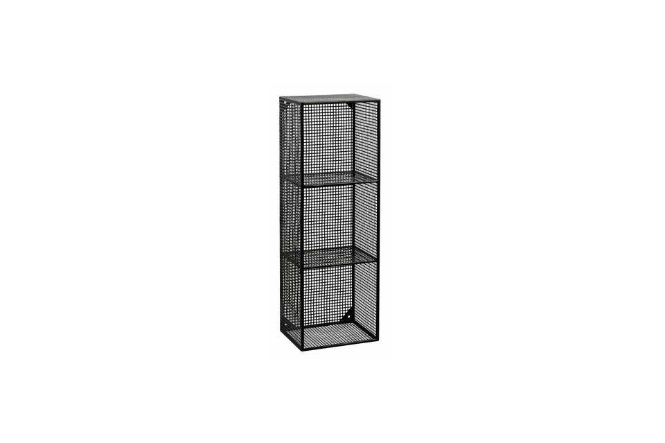 El gabinete tiene 3 estantes y está hecho completamente de celosía de metal negro