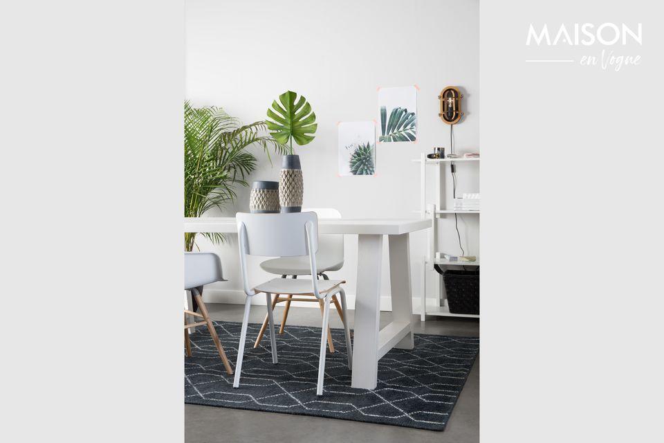 Una silla de escuela moderna para su interior