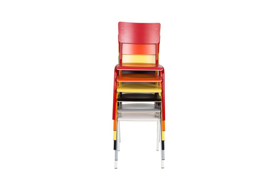 ¿Tiene más de una silla? Apílalas para optimizar el espacio