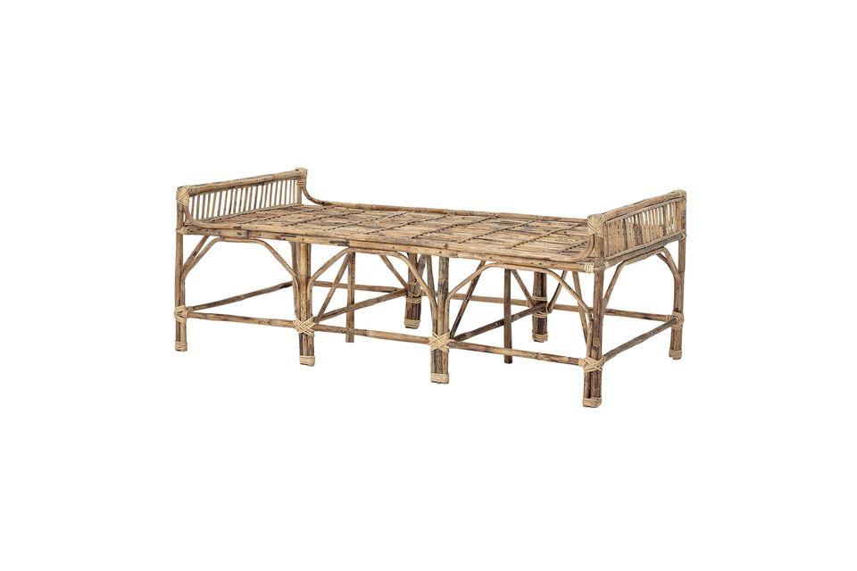 Completa la estética sobria y universal de este banco de madera añadiendo cojines de colores y