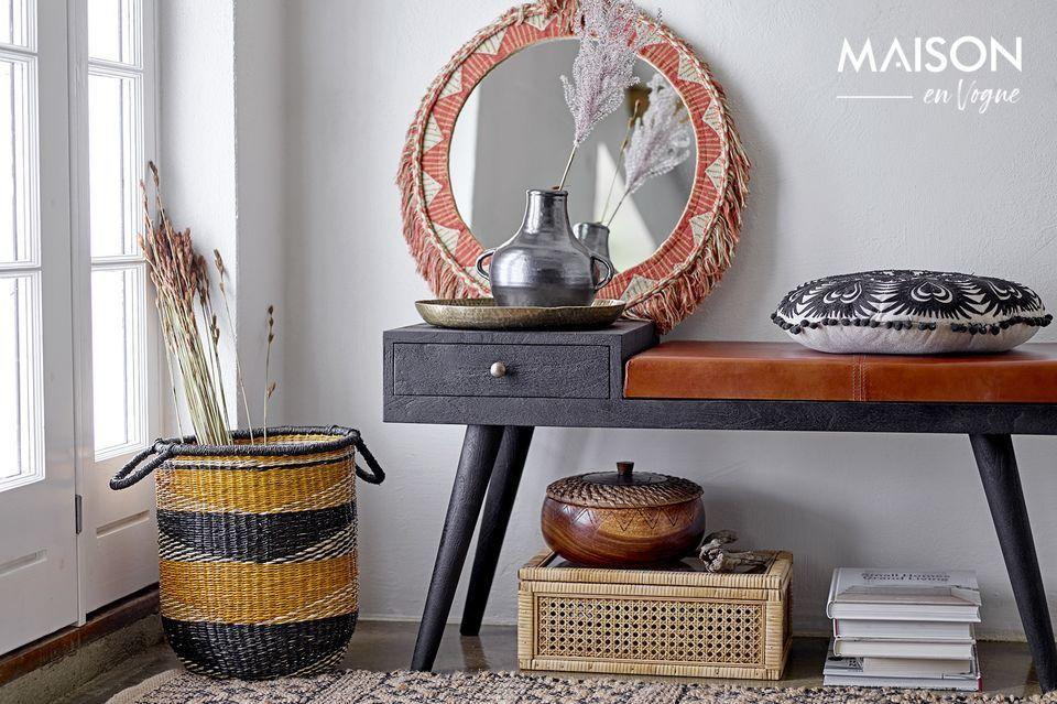 Este banco de madera de mango puede ser usado para muchos propósitos