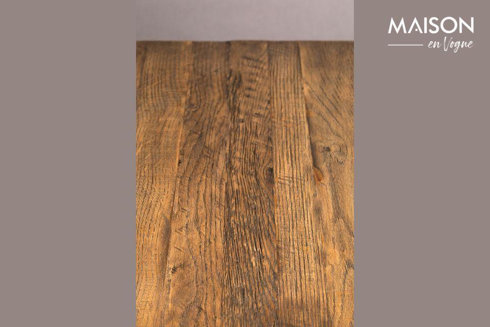 Esta discreta mesa mide 70 cm por 70 cm y puede soportar una carga de 150 kg