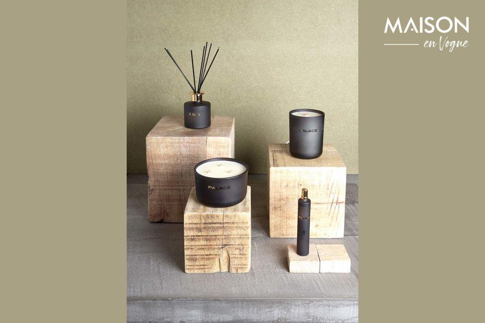 Un cubo de madera natural para un elemento decorativo
