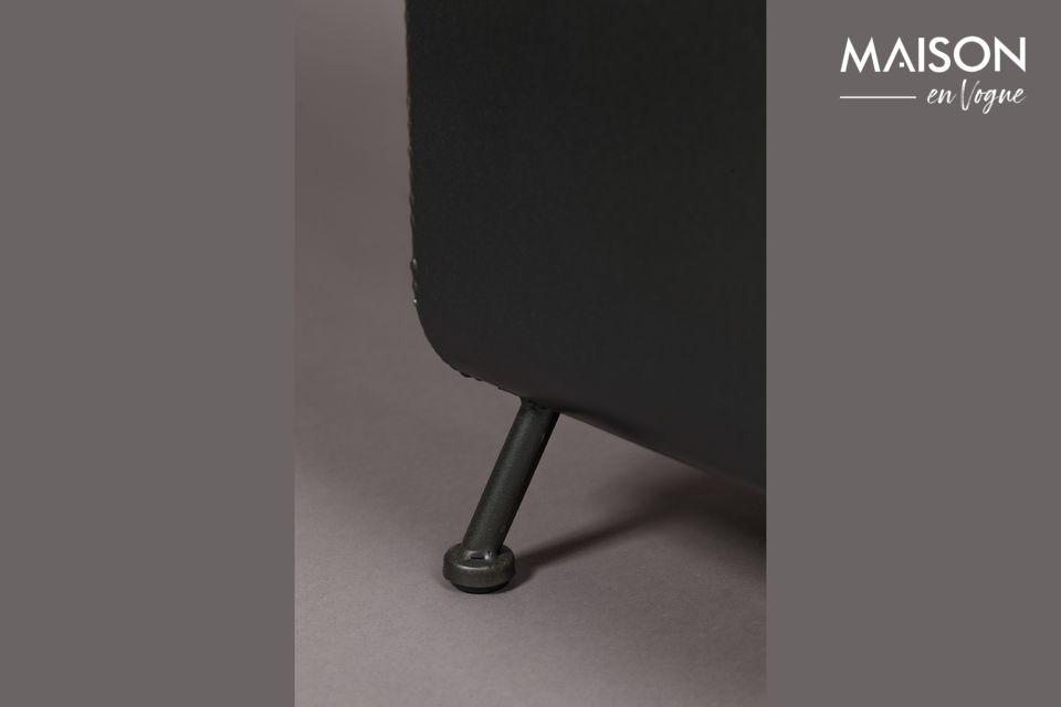 Un botellero rectangular de metal