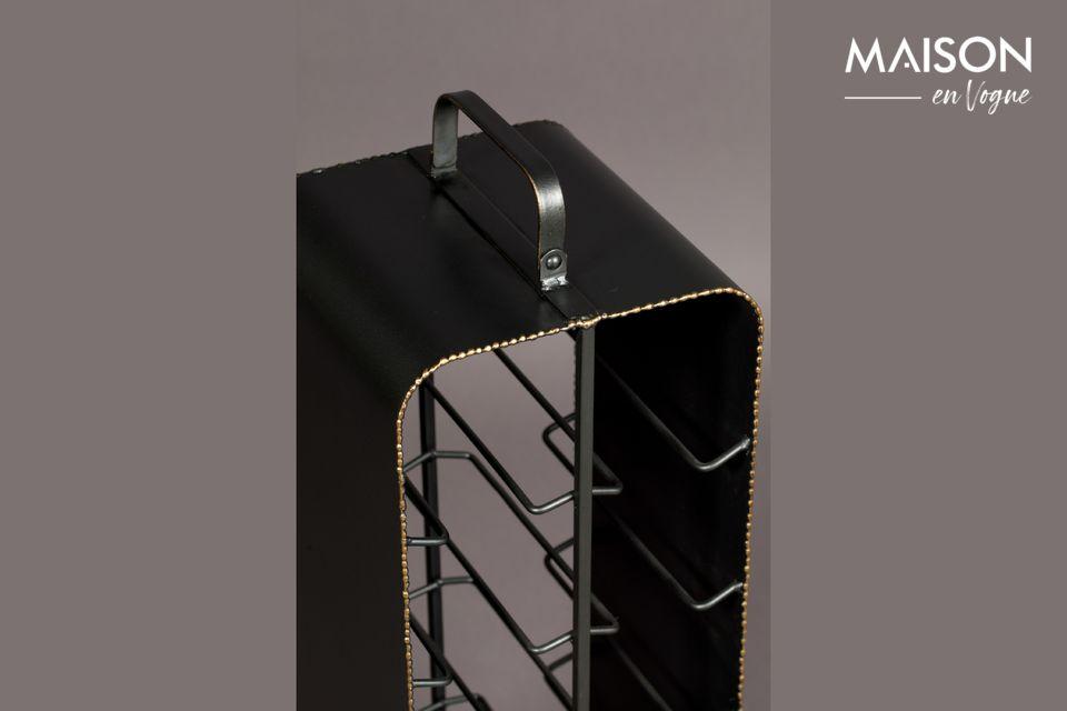 Apreciarán el contraste del metal negro con los bordes rugosos de latón brillante de color oro