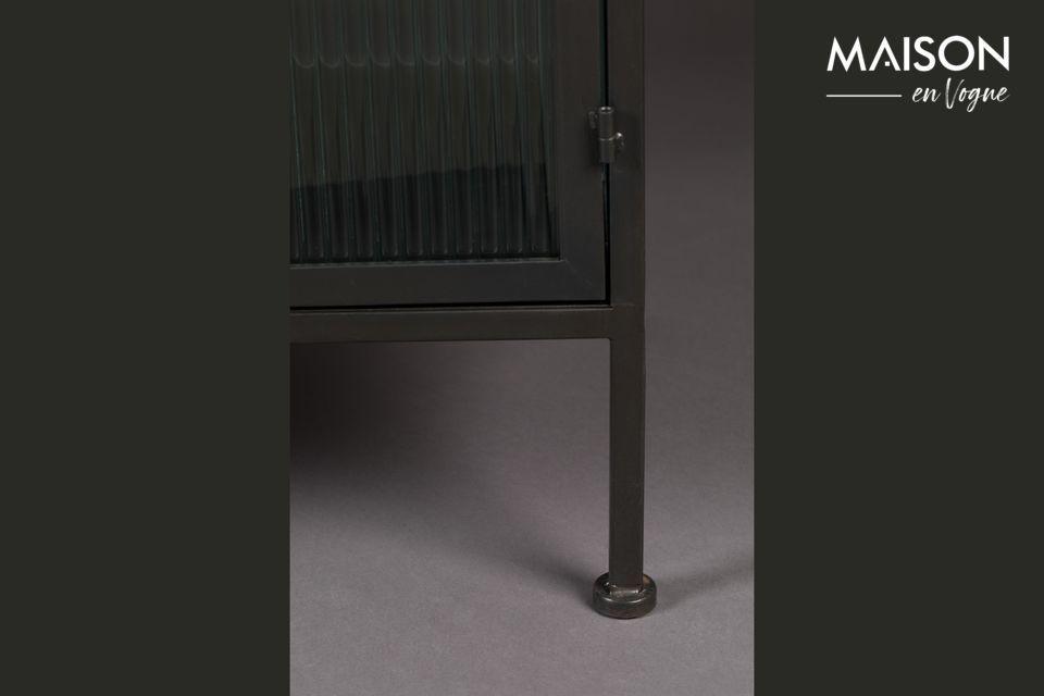 Negro y de forma sobria, este aparador se adapta a todos los estilos de interior