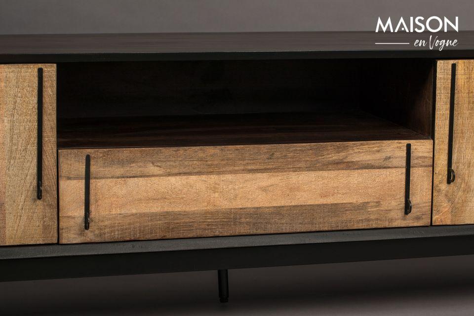 En el frente, una sutil chapa de madera de mango proporciona contraste y atrae la luz