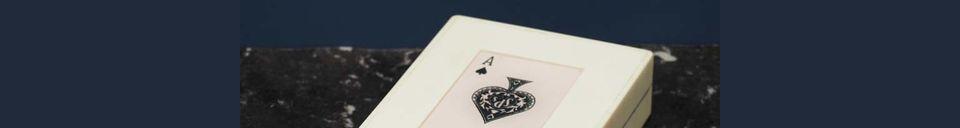 Descriptivo Materiales  Caja blanca con 2 mazos de cartas As de picas