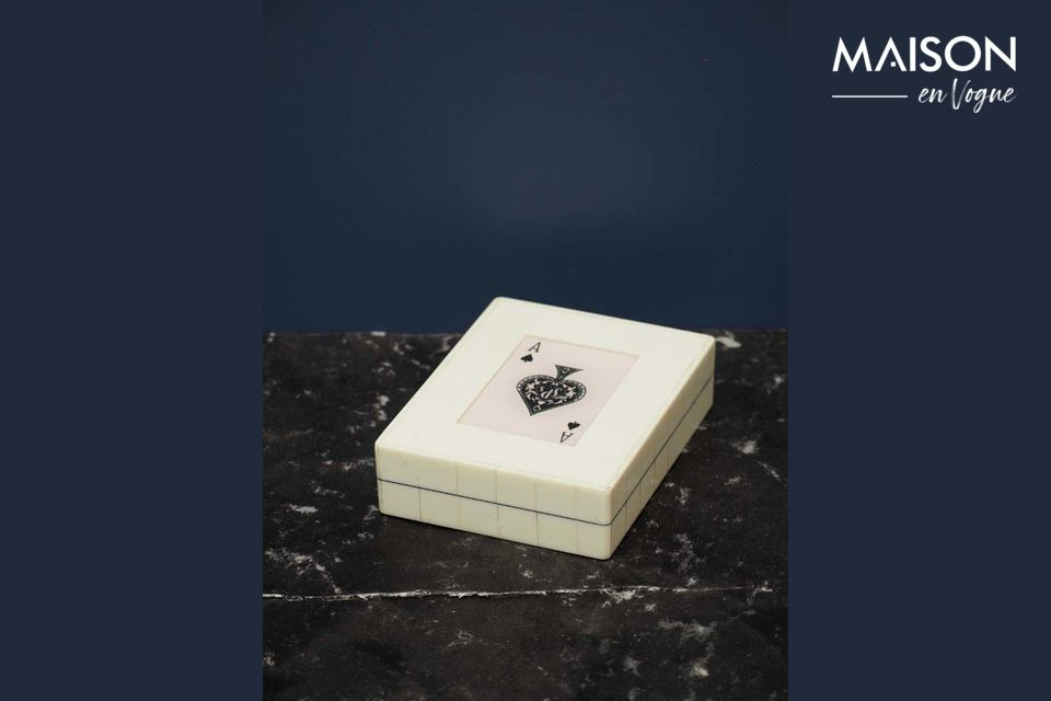 Caja blanca con 2 mazos de cartas As de picas Chehoma