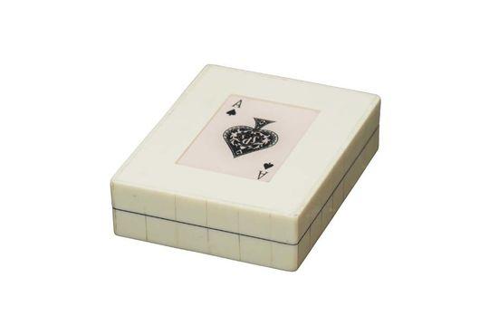 Caja blanca con 2 mazos de cartas As de picas Clipped