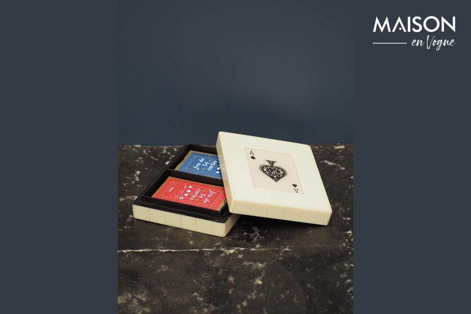 La caja del juego de cartas, práctica y decorativa al mismo tiempo