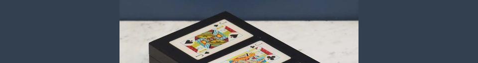 Descriptivo Materiales  Caja colorida de 3 barajas de cartas Rezza