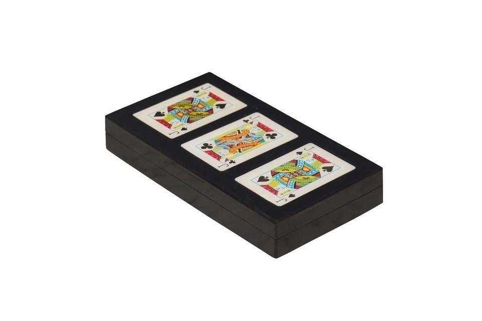 Con espacio para tres mazos de cartas
