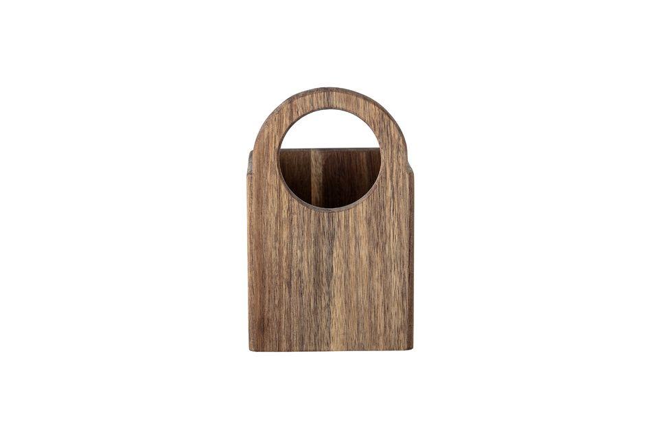 Hecho de acacia, su aspecto rústico no impedirá que se mezcle con un interior contemporáneo