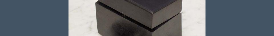 Descriptivo Materiales  Caja de dominó de madera con detalles de latón Bouhey