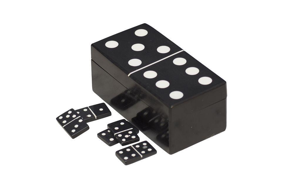 Esta caja de dominó, con forma de