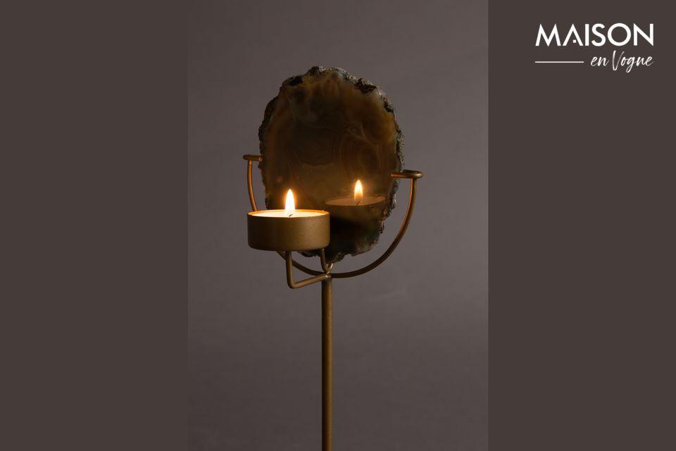 Este singular candelabro está hecho de auténtica piedra de ágata verde pulida