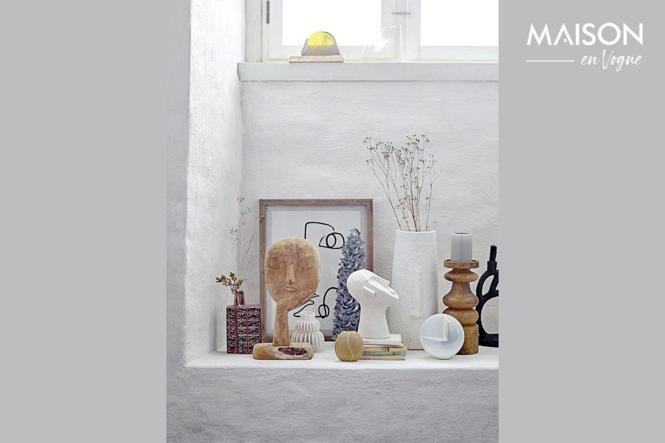 Inspirado en antiguas creaciones, el candelabro Lartigue es una pieza escultórica en poliresina