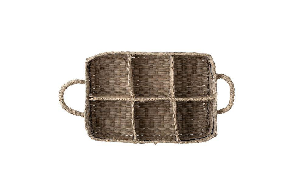 Una práctica y elegante cesta anticuada