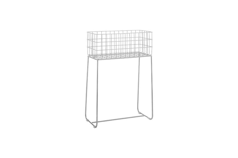Esta cesta de almacenamiento en metal plateado cuida su aspecto de diseño y sus acabados para