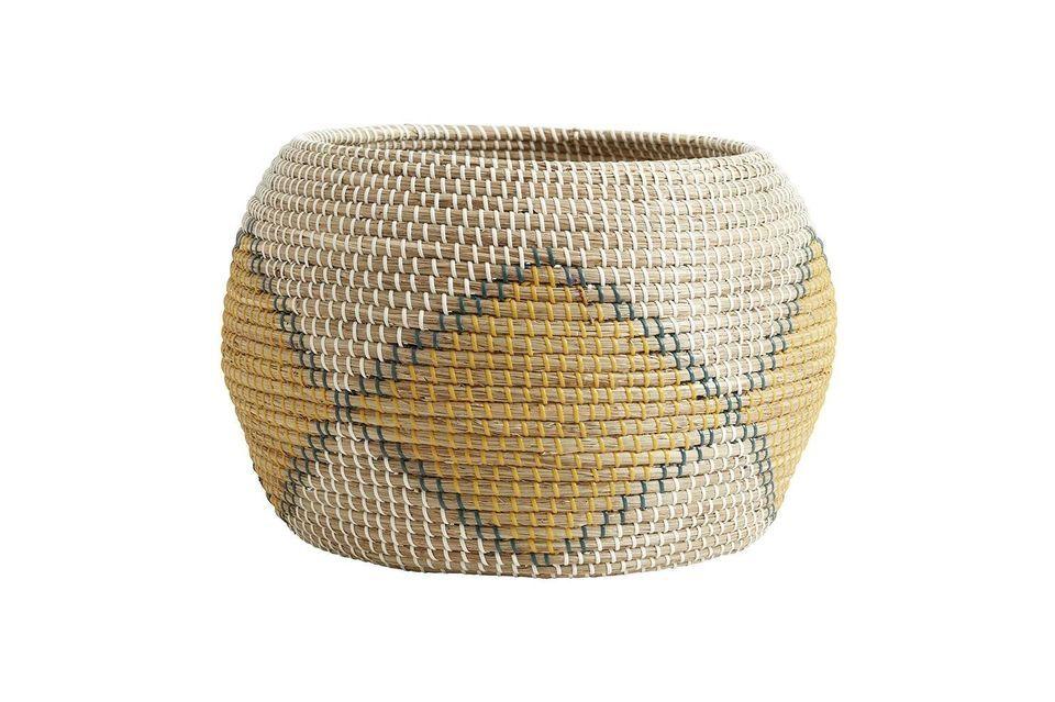 La cesta de mimbre de Ilay es una gran cesta de junco de mar con un diámetro de 47 cm