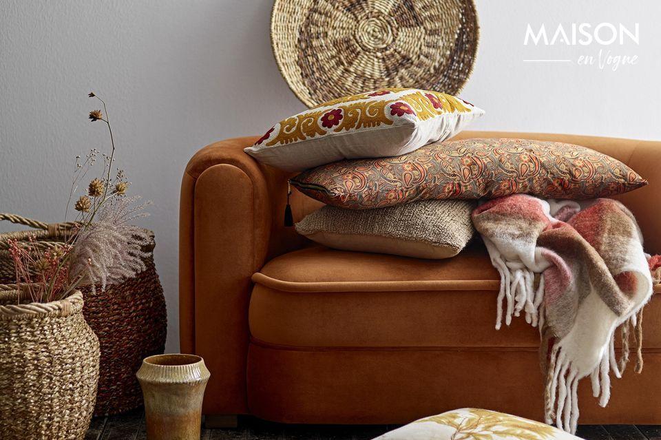 Encajará perfectamente en un sofá o una cama de colores a juego y le dará toda la comodidad que