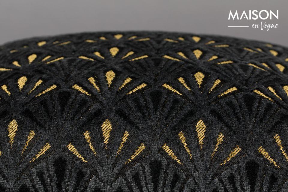 Su patrón geométrico art decó alterna tonos negros y dorados en un aspecto muy refinado