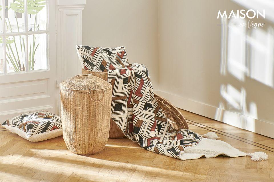 La base es de algodón blanco mientras que el asiento está impreso en cálidos tonos multicolores