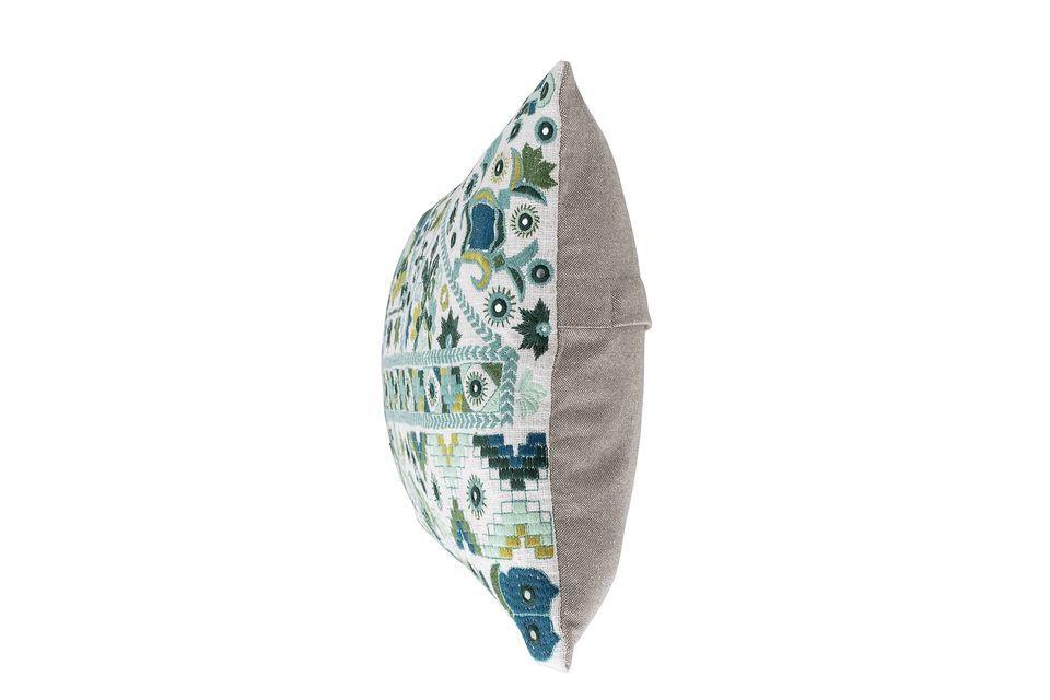 El cojín de Servoz encanta nuestro universo de motivos bordados de hojas y flores