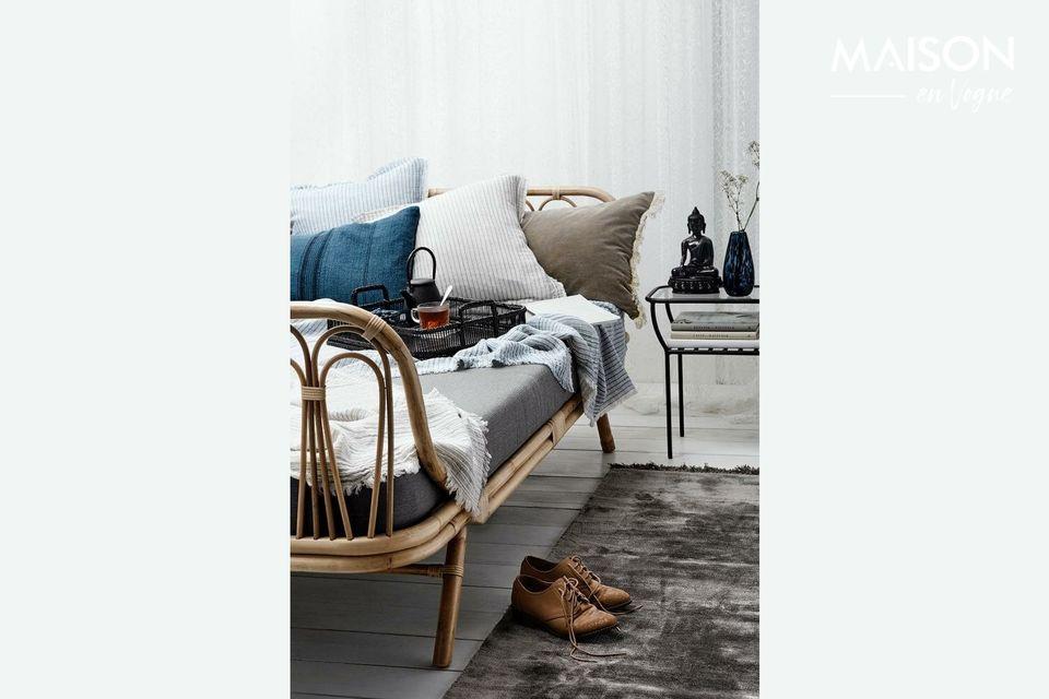 Estas fundas de cojín azules y a rayas son ideales para los cojines de tu sofá