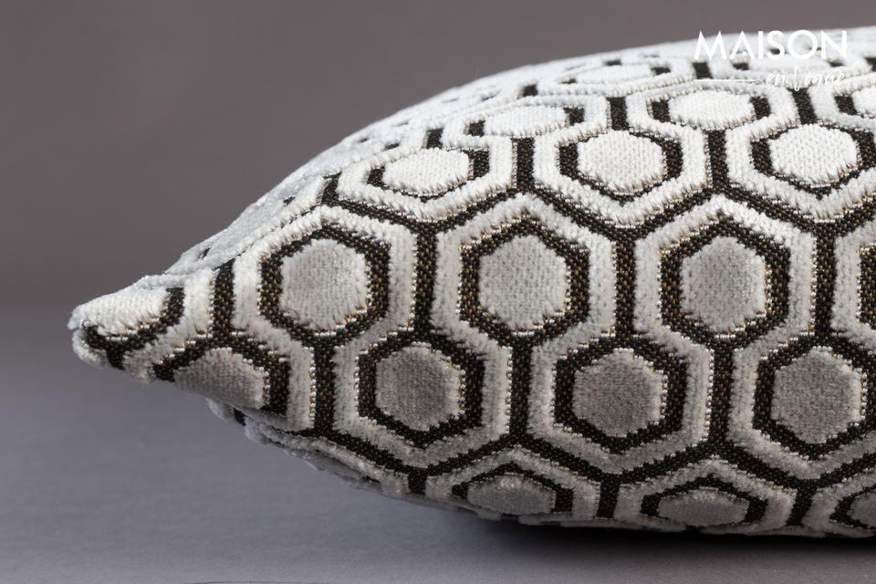 Su tejido de terciopelo ofrece una forma geométrica repetida perfectamente contemporánea en un