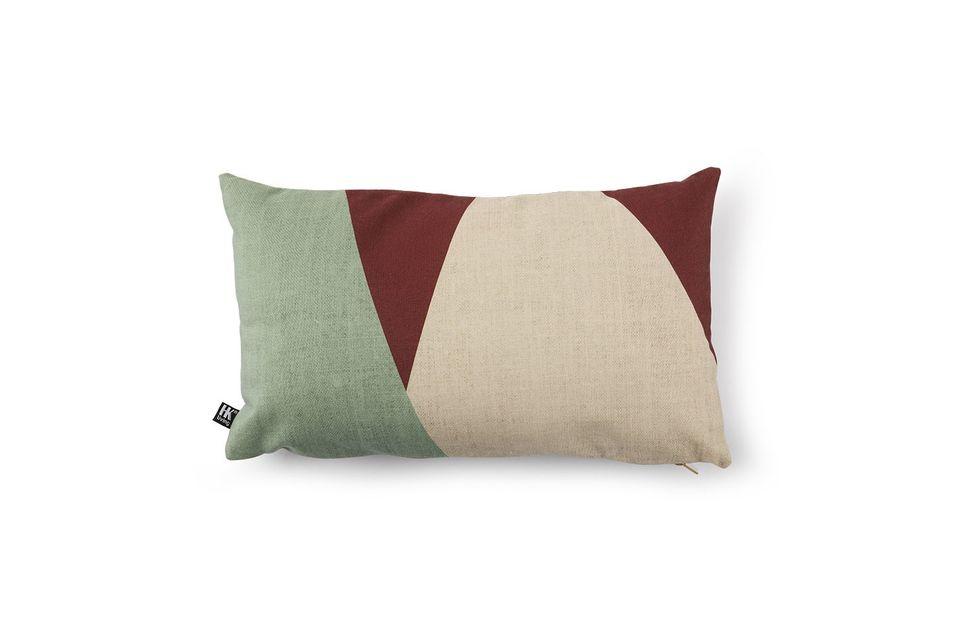 Sus dimensiones de 35x60 permiten utilizarlo como reposacabezas en el sofá