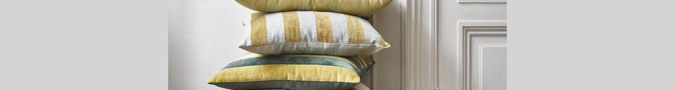 Descriptivo Materiales  Cojín Voulon de terciopelo gris y rayas doradas