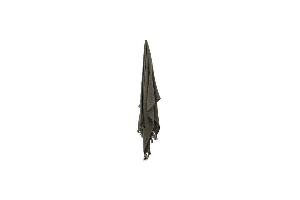 Esta colcha de algodón y poliéster tiene un color verde oscuro universal para combinar con todas