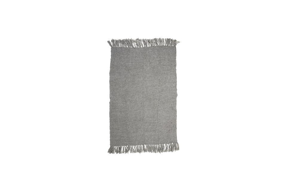 Póngase cómodo con este jeté gris o simplemente elija colocarlo en su sofá para añadir un toque