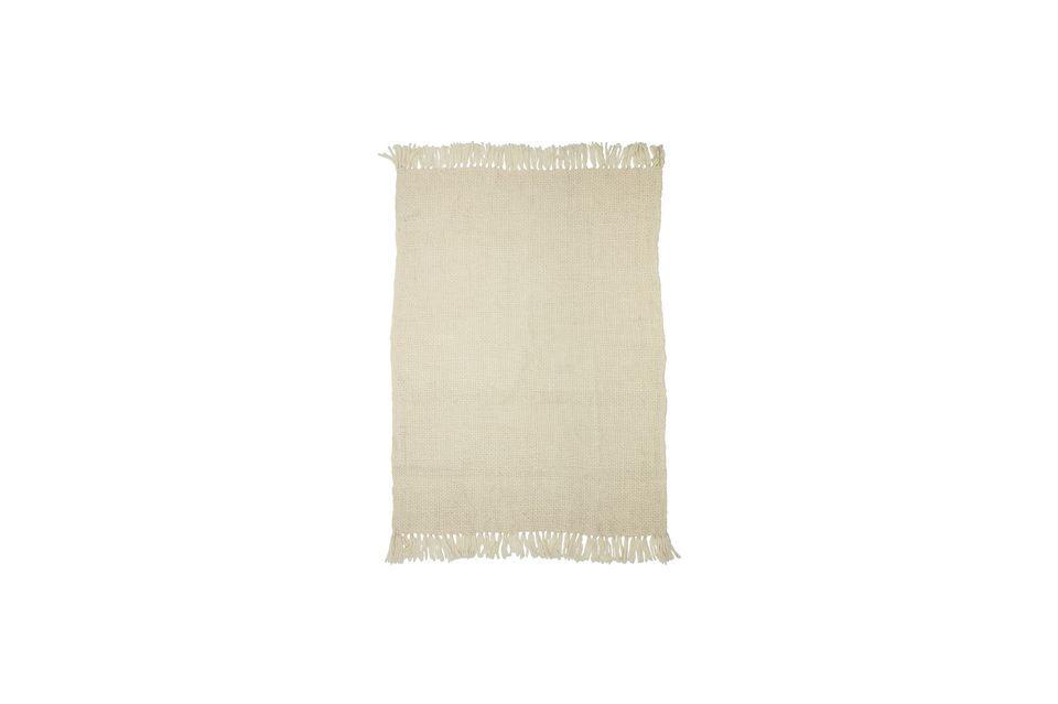 El detalle de los flecos a lo largo del ancho de la manta acentúa su autenticidad