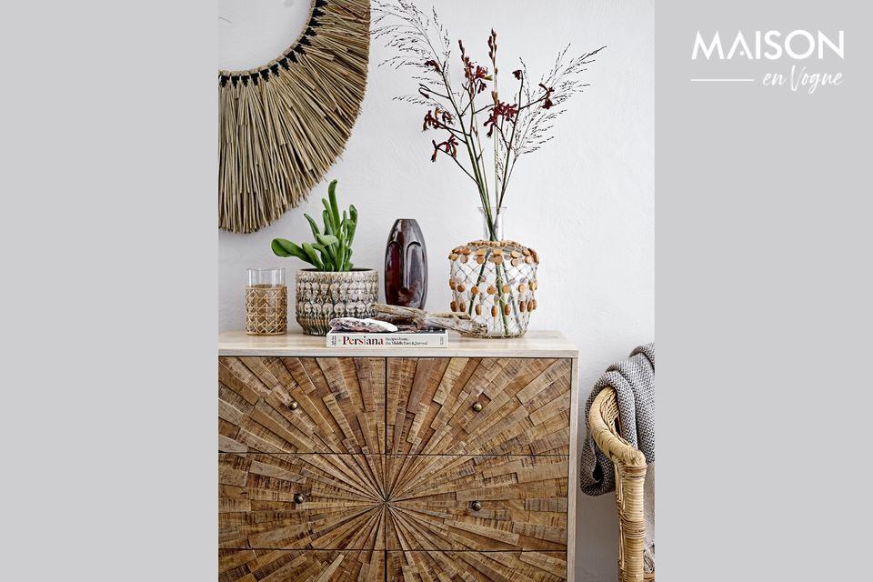 Esta cómoda de madera de mango, con su aspecto natural y tosco, será una maravilla en su interior